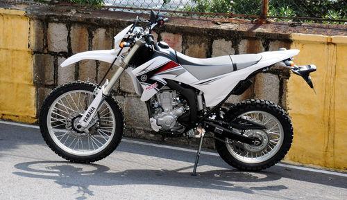 路上行山上爬越野摩托车雅马哈WR250R