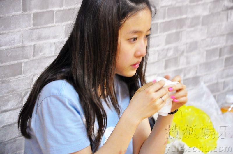 """娱乐讯 前日,刘美含与于小彤组成的""""天地组合""""代表《舞动奇迹》"""