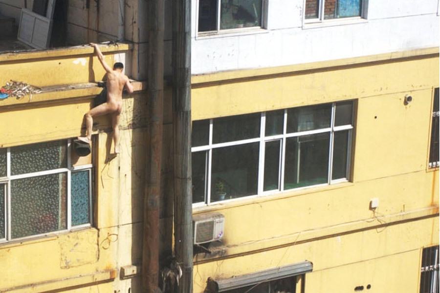 嫖客裸身爬墙(引用) - 老小孩乐园(百老汇) - 老小孩乐园(百老汇)