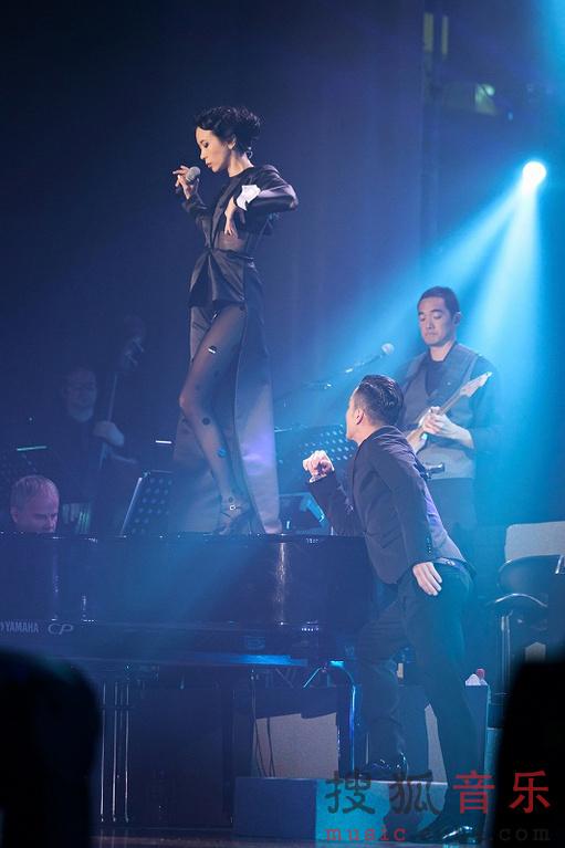 """凯迪拉克""""莫后年代""""20周年巡回演唱会演唱会登陆汕头,作为高清图片"""