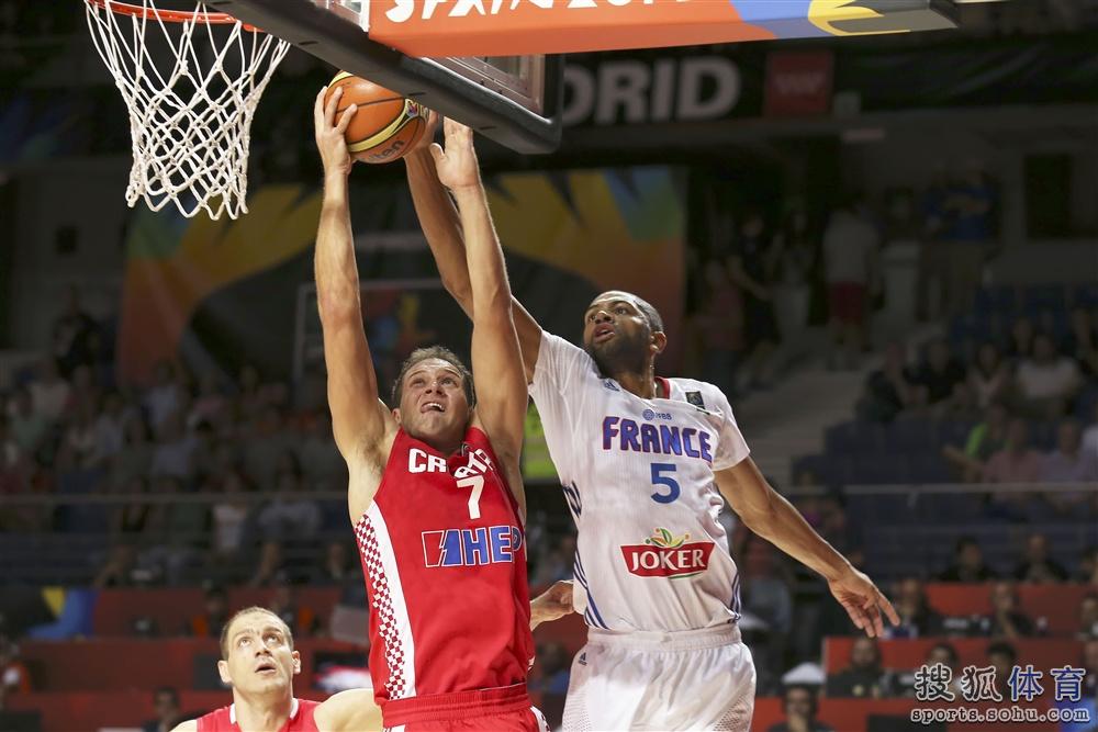 2014年男篮世界杯在西班牙继续1/8决赛角逐.法国男篮遭遇末节惊