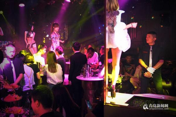 酒吧里的90后夜店舞者 叛逆女孩执着舞蹈梦
