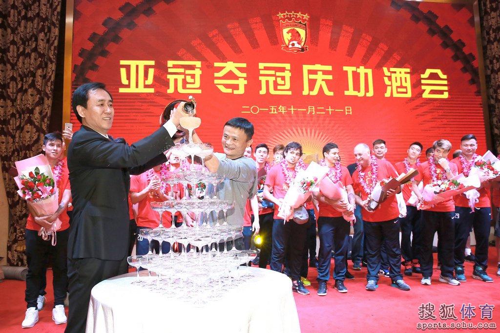 11月21日,恒大以1-0的比分,再次夺得亚洲足球最高殊荣亚冠冠军.图片