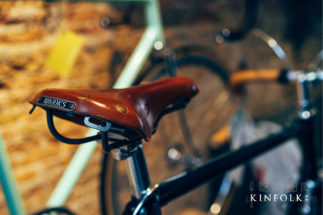 """甚至有人开玩笑说""""荷兰人是骑着自行车呱呱坠地的"""".在这里,图片"""