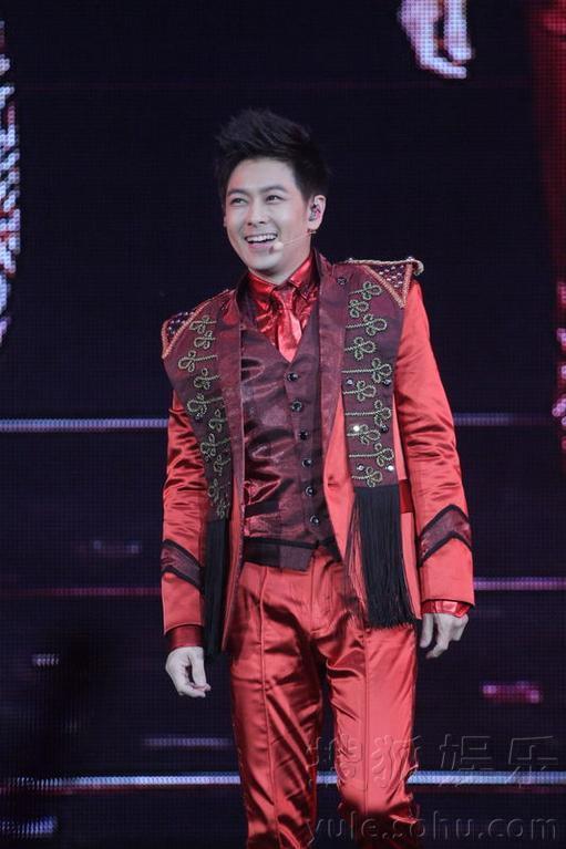 """]1月18日,罗志祥在香港红馆举行的""""舞极限""""演唱会正式开幕.现"""