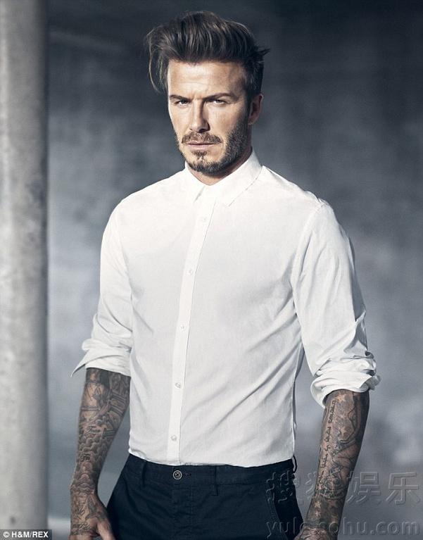 近日,贝克汉姆为某品牌拍摄一组广告大片,西服,白衬衫,hot小内