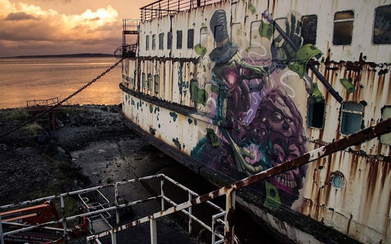 英国报废轮船变身涂鸦画廊