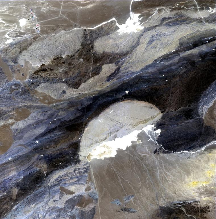 小月亮曲谱-不同类型和不同年代形成的戈壁滩,层次分明.扇状洪积物特别明显,