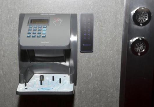 就是观复宝库的安检处,这里的安检仪与机场配备相同,政协委员们图片