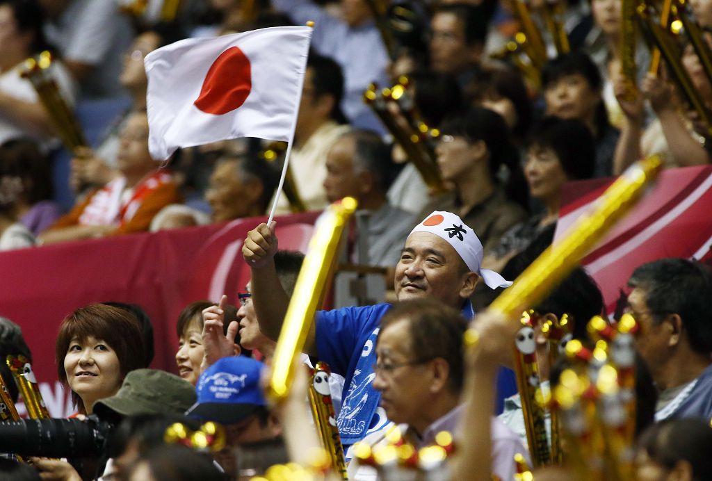 日本队主场迎战奥运冠军巴西队,最终因实力不济,0-3(21-25、22-