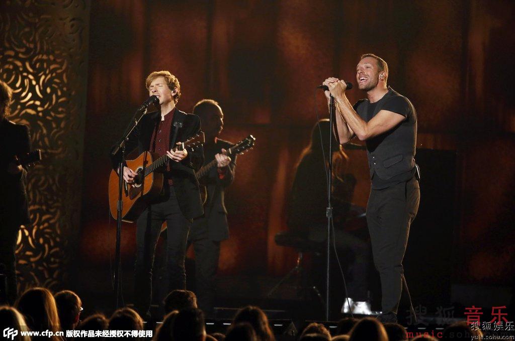 第57届格莱美现场 酷玩乐队与Beck激情合唱