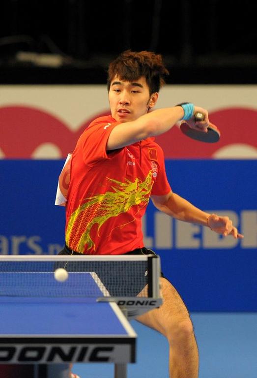 球世界杯小组赛中,中国选手闫安以2比4不敌德国选手奥恰洛夫,德