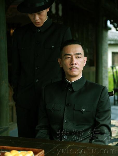 台.该剧由著名导演齐星自编自导,讲述了痞子英雄陈小春与硬汉