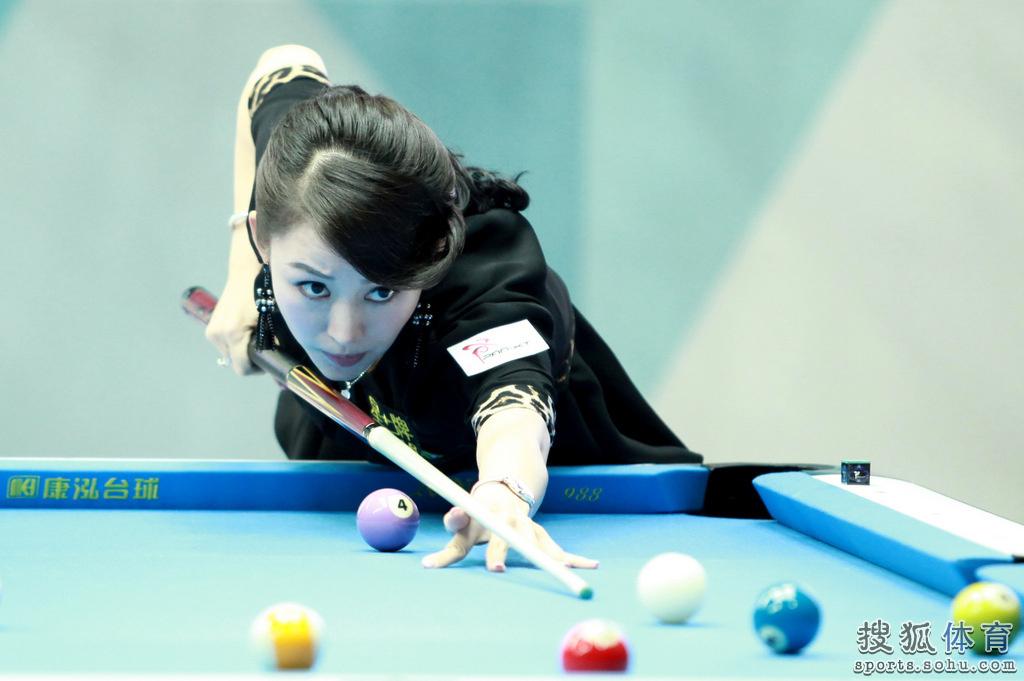 """中国公开赛,""""九球天后""""潘晓婷一袭黑衣现身赛场,而那一对黑图片"""