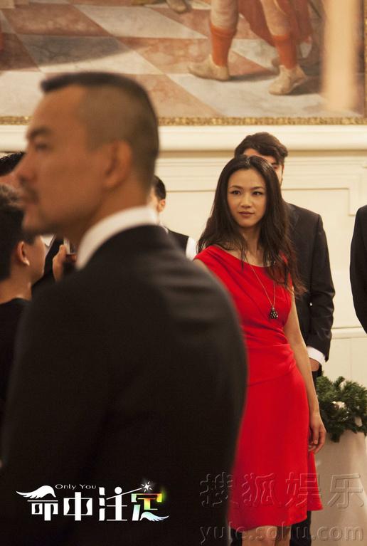 命中注定 曝人物海报 汤唯红裙亮相夺人眼球