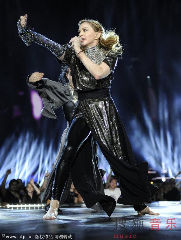 麦当娜演唱与美女v美女扮惹火啦啦队猛男-麦美女光蛋蛋的图片图片