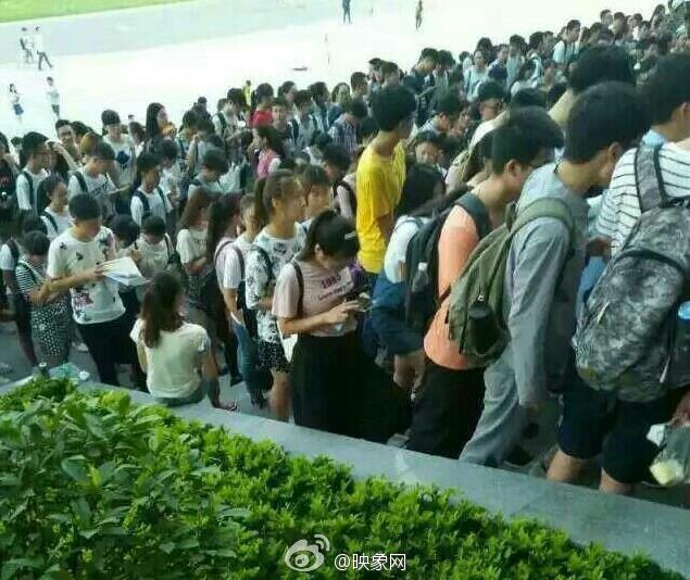 有网友爆料称,郑州航空工业管理学院的学生反映,宿舍里不但没有