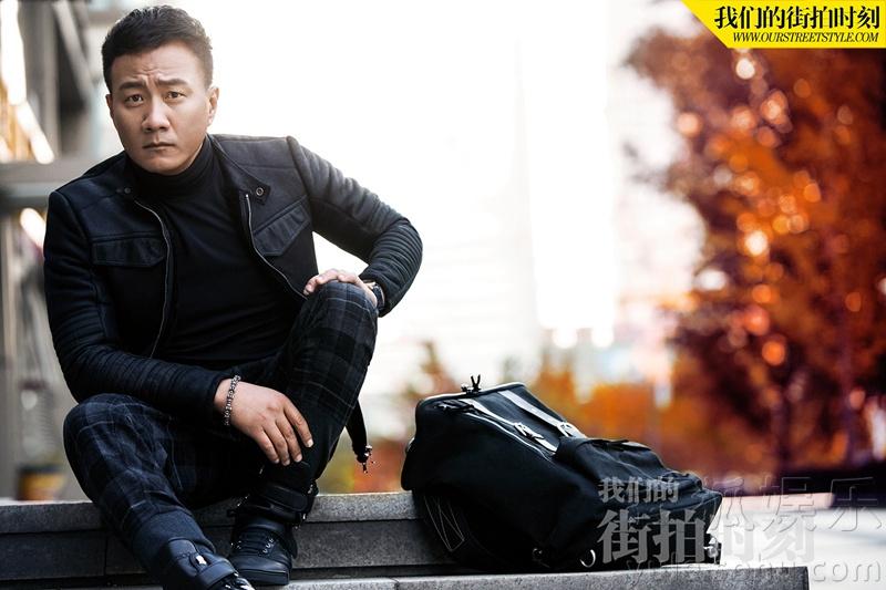 胡军冬季时尚街拍 简单随性尽显成熟男人本色图片