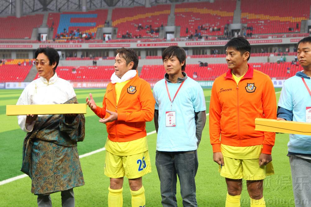 莫少聪爱心行将启程 香港明星足球队为爱集结