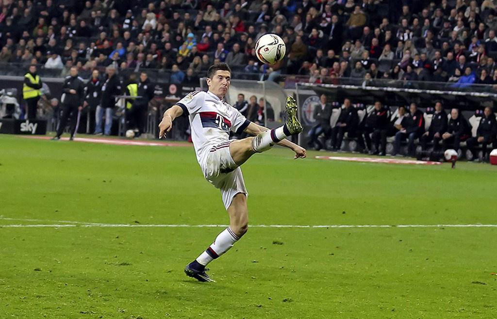 万-射门数59波兰人共尝试了59次射门,他也打进了其中的14球.紧