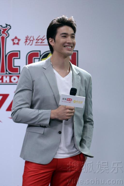 合粉丝堂主办的2015好莱坞动漫大展新闻发布会在北京搜狐媒体大
