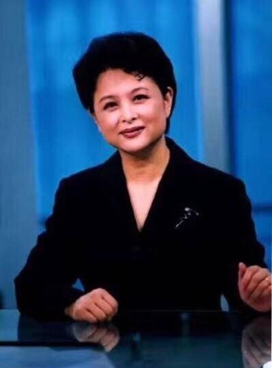 央视主持人、制片人肖晓琳因患直肠癌,近日在美国治病期间不幸离