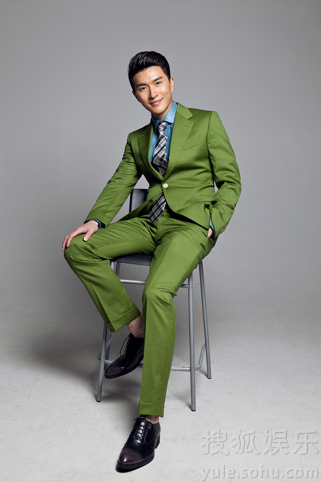 绅士服装搭配绿色袜子图片