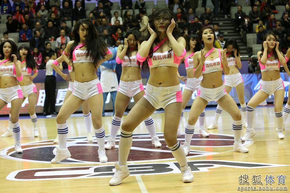 组图:新疆篮球宝贝性感热舞 靓丽美女身材火辣