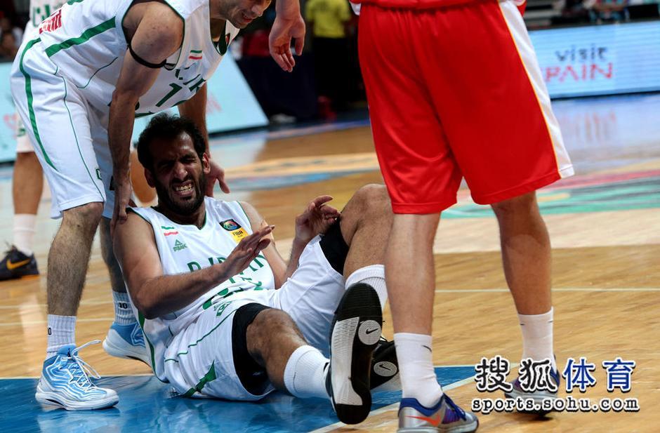 高清:哈达迪意外大腿拉伤 表情痛苦被搀扶离场