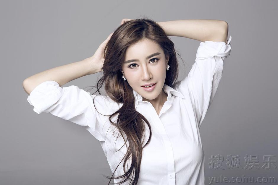 张暖雅最新写真 白衬衫显纯真诱惑