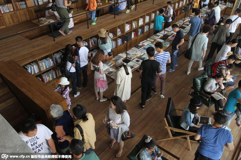 河北省秦皇岛市,北戴河新区国际滑沙中心北边的海边上的三联书店海边