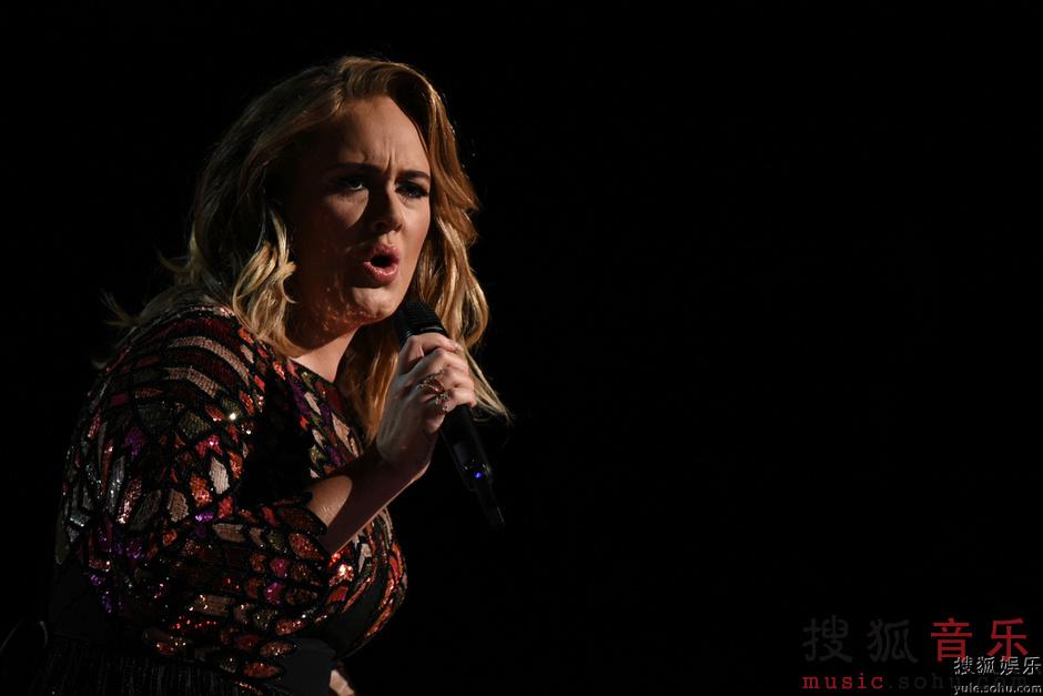 格莱美现场 阿黛尔卖力献唱表情丰富8904518 音乐频道图片库