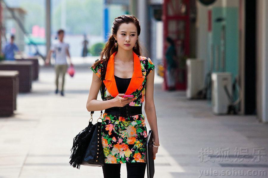 韩烨《爱的多米诺》造型多变 诠释时尚清新气质