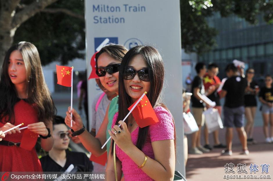 中国美女球迷盘点:辣妹激情十足 邻家女孩清纯