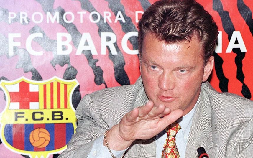 1997年,范加尔接替博比-罗布森出任巴萨主帅.
