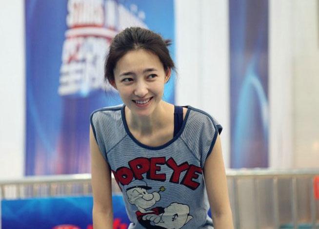 高清:王丽坤泳装时装对比照