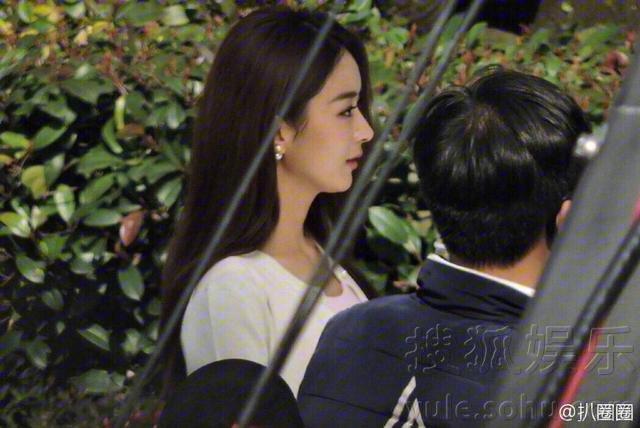 杨洋赵丽颖合体拍广告 两人笑容好甜图片