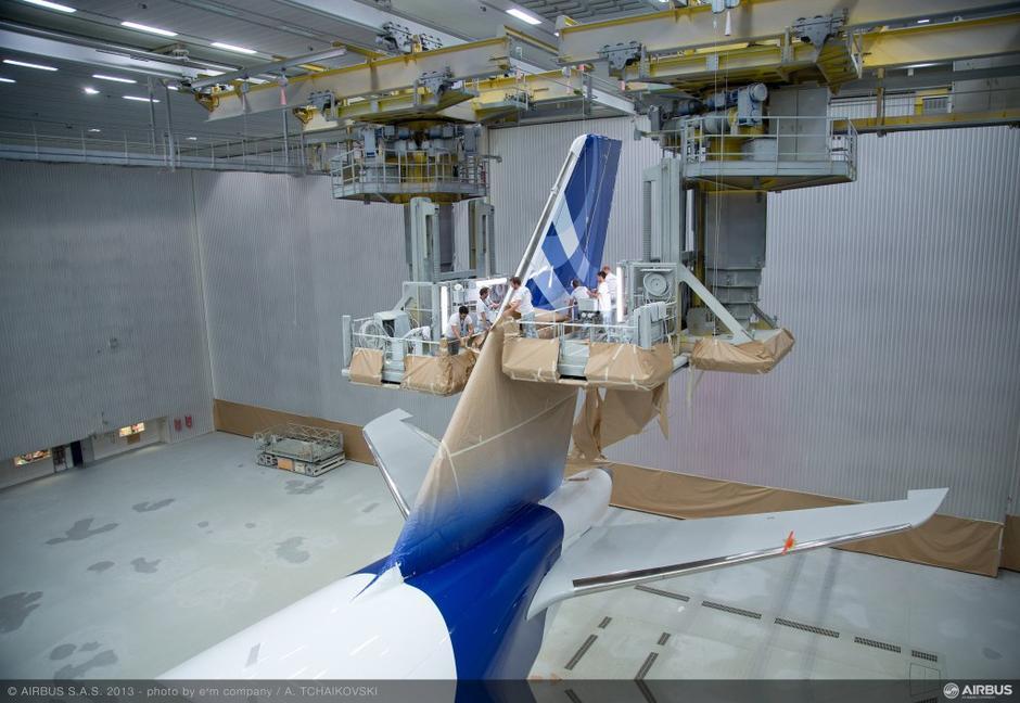 空客a350xwb宽体飞机喷漆车间