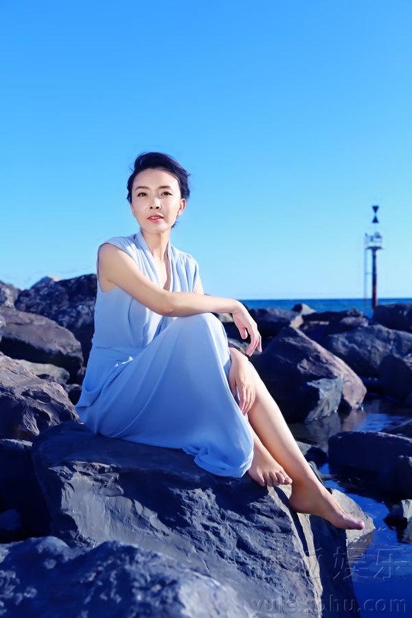 刘威葳海边浪漫写真 优雅演绎夏日花样风情