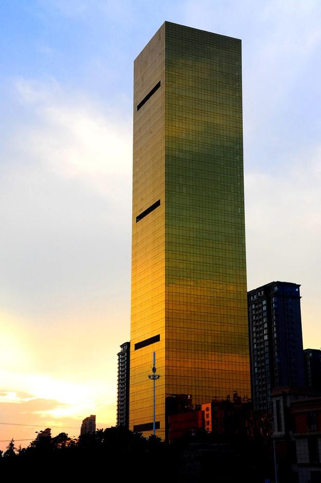 """江苏海安15亿建""""土豪金""""酒店"""