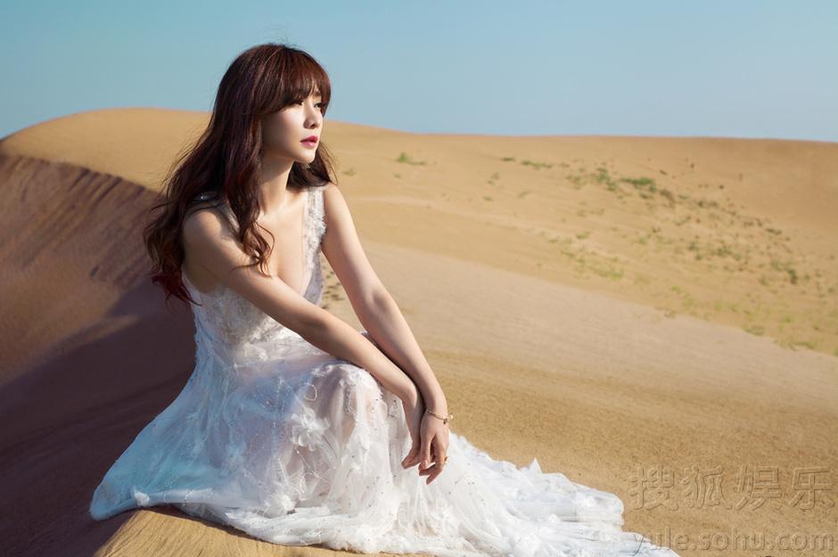 背影手绘白色长裙