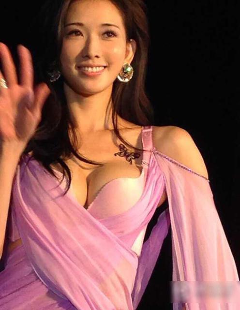林志玲穿火辣内衣站台走秀 双峰傲人引追拍6457146 娱乐频道图片