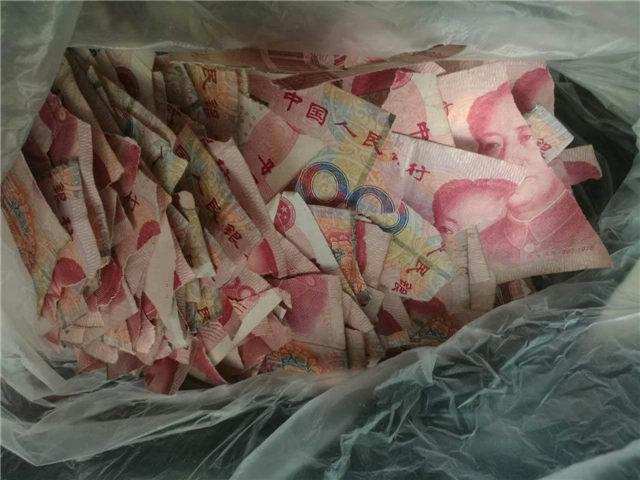 熊孩子撕钱玩 5万现金分分钟成碎片