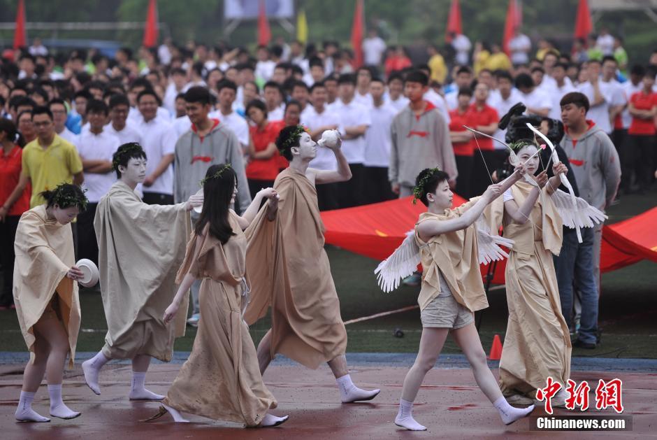 重庆大学运动会:唐僧美少女战士登场64593