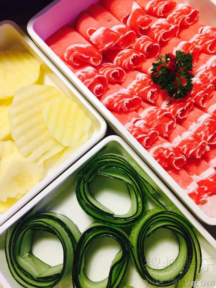 李冰冰想吃火锅了 表情包配美食好可爱