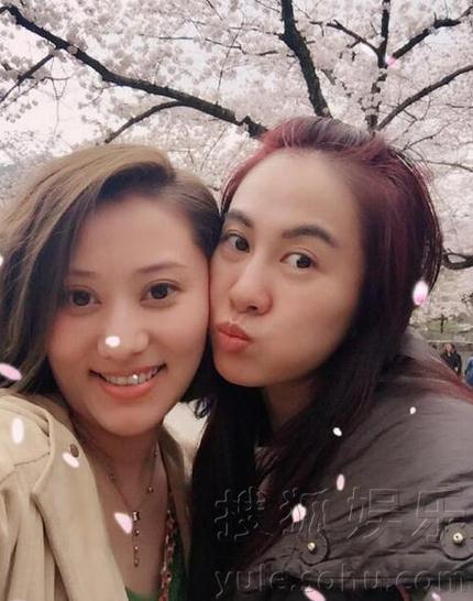 叶璇与男友赴日本赏樱花