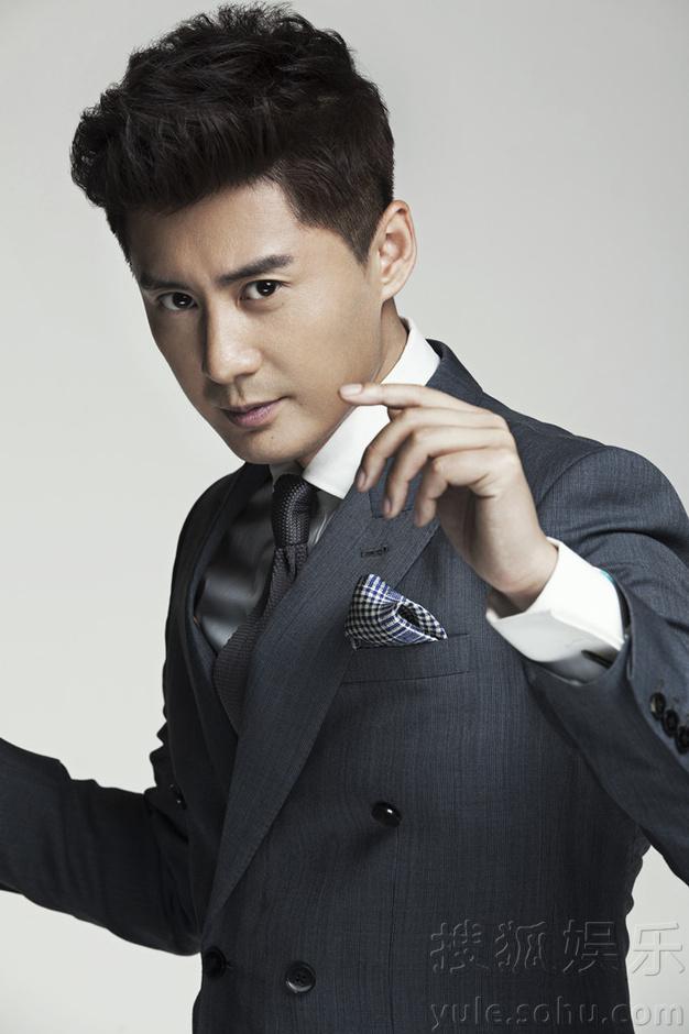 张天其最新绅士写真曝光 帅气俊朗展暖男魅力
