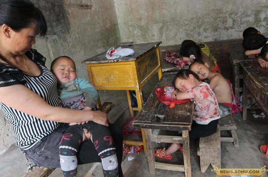 这个女教师抱学生午睡:祖国的未来就是这样培养出来的! - 俊哥儿 - 俊哥儿的博客