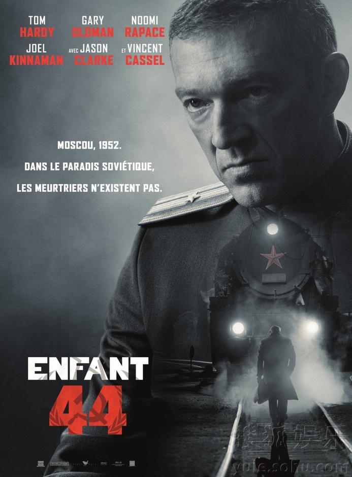这套海报以黑白为主色调,每一个角色都面色凝重,勾勒出了整部电影压抑