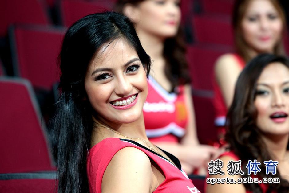 【转载】 高清:菲律宾模特啦啦队养眼 美女化身